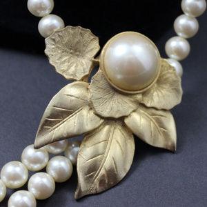 Richelieu Necklace Vintage Gold Tone Leaves